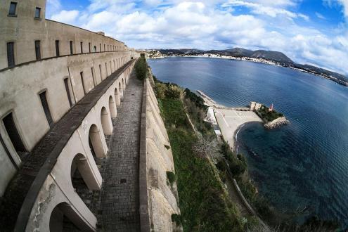 Castello Aragonese e porto di Baia
